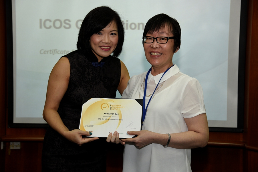 Mabel receiving the ICOS certificate